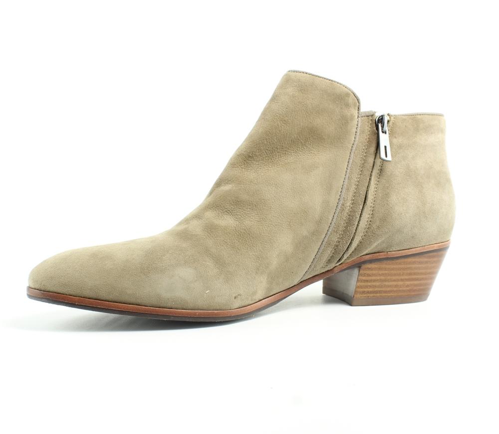 Womens Shoe Size  B M