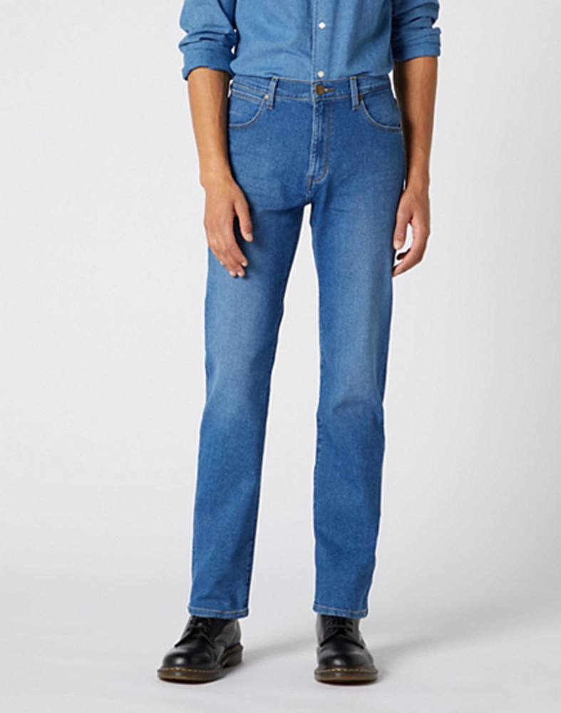 Wrangler Arizona Lightweight Jeans in Bright Sphere